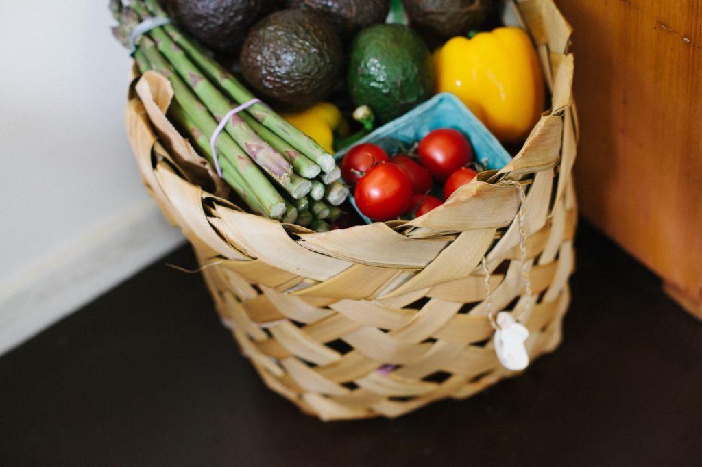 С возрастом способность организма синтезировать глутатион снижается, а потому следует восполнять его запасы, употребляя спаржу, авокадо и брокколи.